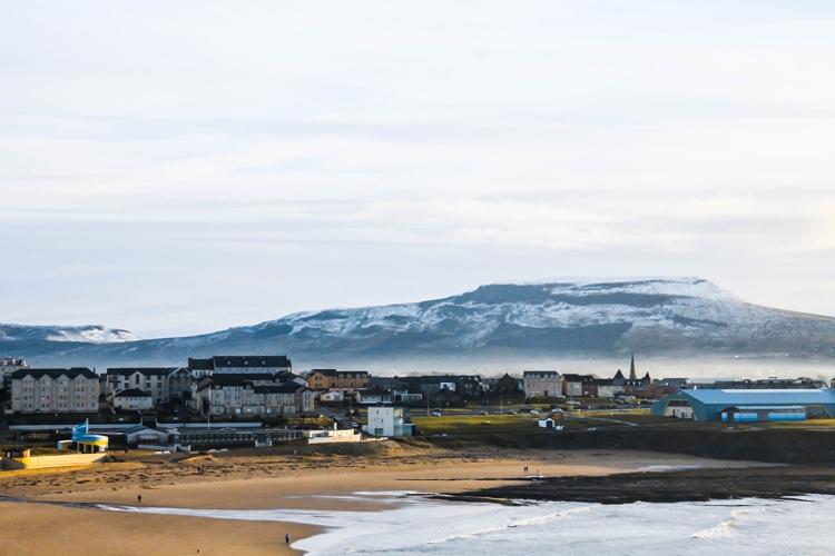 bundoran-beach-snow-mountains