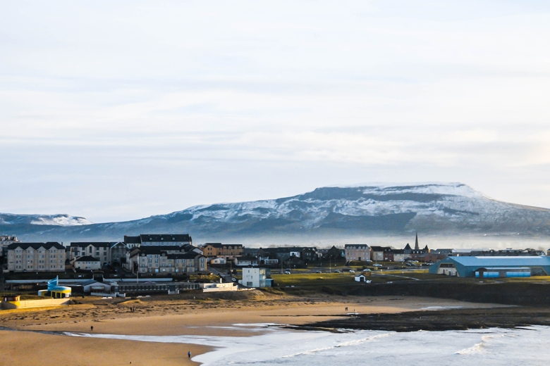 bundoran-beach-snow-mountains